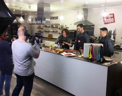 Abasthosur y Mediante lanzan el programa de cocina en vivo El Plato Rojo
