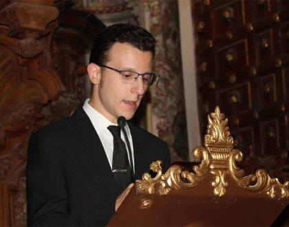 Antonio Jesús Palomo conduce la presentación del cartel anunciador de la patrona de Antequera